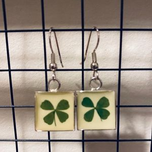 ☀️BOGO☀️ Real Four Leaf Clover earrings 🍀